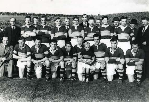 /photos/cache/kerry-teams/1946-draw-gus-off-for-final_w800.jpg