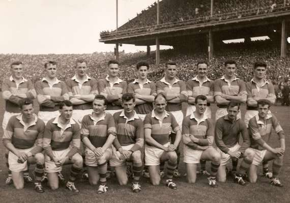/photos/cache/kerry-teams/1964-kerry-lose-final-to-galway-0-15-0-10-niall-sheehy-cap-pete-hanley-r-sub-goalie-and-brian-sheehyb_w800.jpg