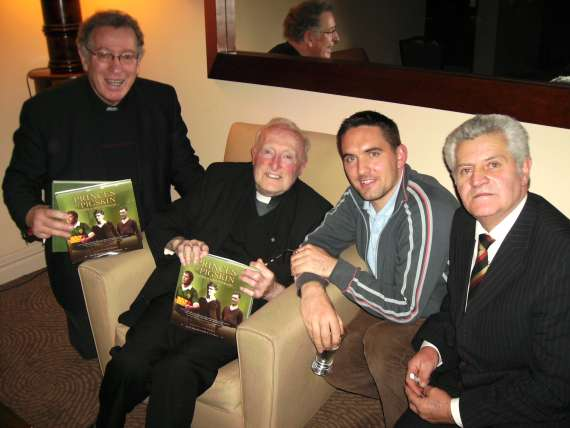/photos/cache/princes-of-pigskin-launch/dan-dwyer-r-kevin-casey-cannon-jackie-fitzgerald-dingle-and-fr-tom-looney-l-_w800.jpg
